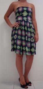 Vestido tomara-que-caia em Viscose - Estampa azul marinho, verde e rosa